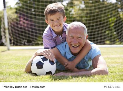 Familienleben: Grosseltern und Kleinkind