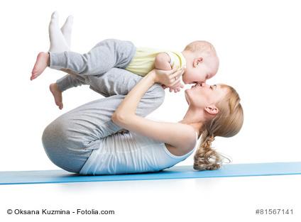 gemeinsame Fitnessübungen mit Baby